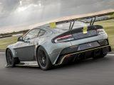 Aston Martin Vantage AMR en la pista