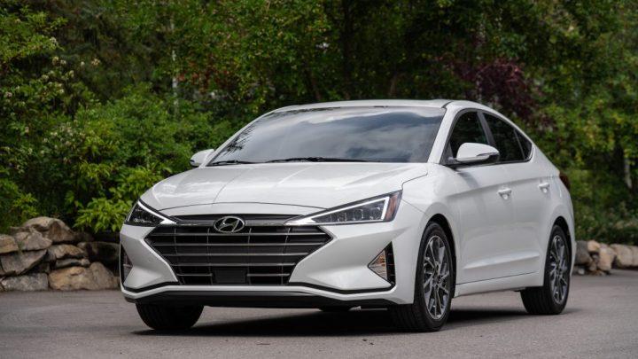 Hyundai Elantra 2020 con un CVT y un mejor MPG