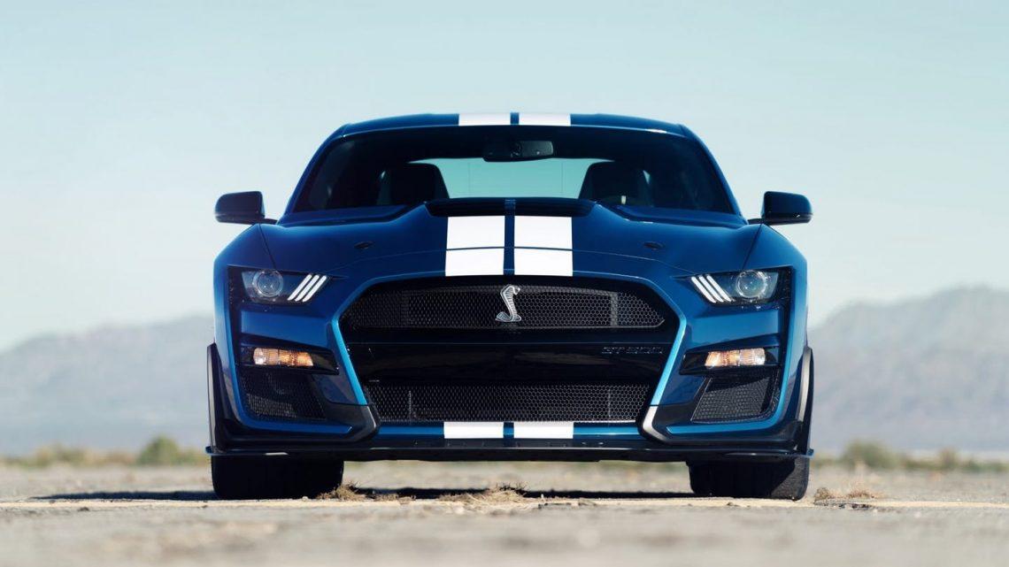 El Ford Mustang Shelby GT500 2020 comienza con menos de $74,000 y supera los $95,000 completamente cargado