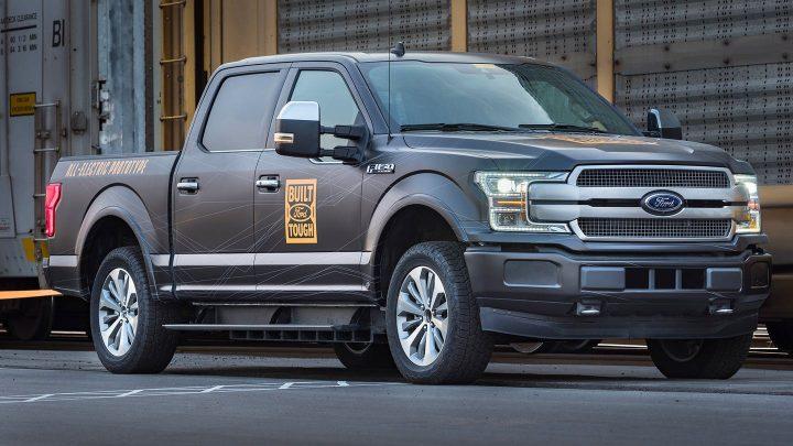 El prototipo Ford F-150 EV tira una carga de un millón de libras de camionetas F-150