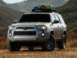 Toyota 4Runner 2021 gris en el campo